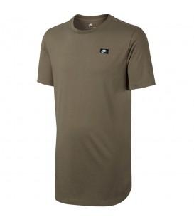 Camiseta de manga corta Men's Nike Sportswear Modern T-Shirt de color verde oliva con remate curvado para mayor protección. Descubre más en nuestro Outlet Nike