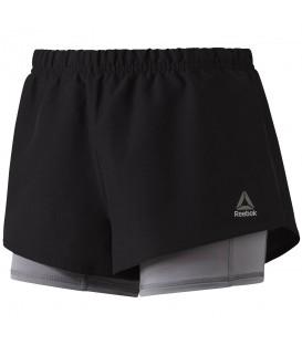Pantalón corto para mujer Reebok 2in1 Running Essential ideal para entrenamientos deportivos. Pantalón 2 en 1 de oferta. Más descuentos en nuestra web.