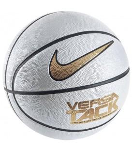 Balón Nike Versa Tack BB0434-101 en color blanco y dorado. Disponible en otros colores en chemasport.es