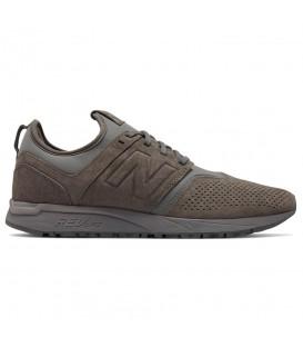 Zapatillas New Balance MRL 247 suede para hombre de color marrón al mejor precio en tu tienda de sneakers, Chema Sport.