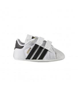 Patucos Adidas Superstar Crib S79916 en color blanco y negro. Patucos a buen precio en Chema Sport. Varios colores a elegir.