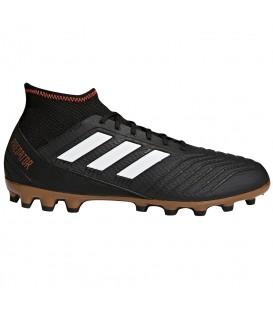Bota de fútbol adidas Predator 18.3 para hombre de color negro pensadas para el juego sobre césped artificial. Ref: CP9306