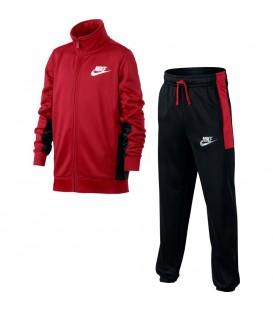 ¿Buscas un chándal para niño? Estas dos piezas de Nike están a un precio insuperable y su combinación de colores- rojo, negro y blanco- resulta perfecta para ellas y ellos.