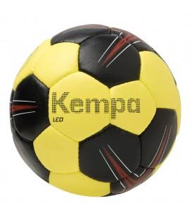 Balón de balonmano de la marca Kempa, modelo Leo Talla 1. ¿Buscas un balón de balonmano? Consíguelo al mejor precio en nuestra web chemasport.es.
