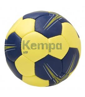 Balón de balonmano de la marca Kempa, modelo Leo Talla 0. ¿Buscas un balón de balonmano? Consíguelo al mejor precio en nuestra web chemasport.es.