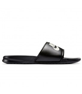 Chanclas unisex para hombre y mujer Nike Benassi Just Do It de color negro al mejor precio. Cómpralas en chemasport.es