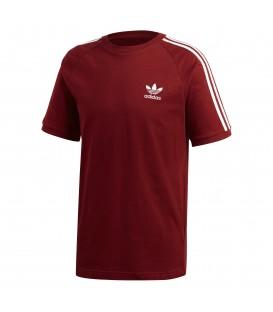 Camiseta para hombre adidas 3 bandas CZ4544 de color rojo con el logo de adidas en el pecho. Otras camisetas de adidas adicolor en chemasport.es