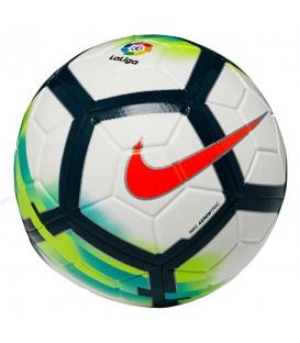 Balón de fútbol Nike Strike La Liga 2017/18 SC3151-100, con un llamativo estampado para poder seguirlo cómodamente por el campo, ya en chemasport.es