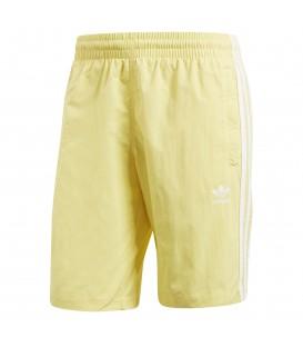 Bañador de la marca adidas 3-bandas de color amarillo disponible en más colores en www.chemasport.es