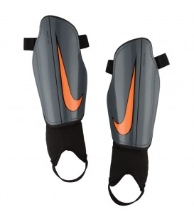 ESPINILLERAS NIKE CHARGE