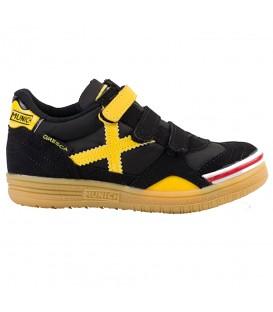 Zapatillas de fútbol sala Munich Gresca Kids para niños de color amarillo y negro. Cómpralas ahora en www.chemasport.es al mejor precio.