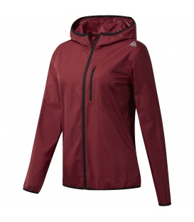 Chaqueta Reebok Workout Ready con cremallera integral de color granate confeccionada con materiales reciclados. Ref: CE1189