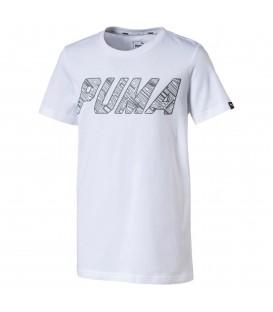 Camiseta de manga corta para niño/a Puma Style de color blanco. Disponible en más colores en www.chemasport.es. ¡Y para los mejores precios visita nuestro Outlet!