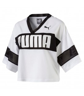 Camiseta cropped top Puma Urban Sports blanco/negro. Disponible en más colores. Cropped top de la casa alemana inspirada en las camiseas de fútbol americano.