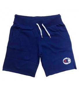 Pantalón corto Champion para niño en color azul. ¿Buscas un pantalón corto a un precio imbatible? Tenemos lo que necesitas. Descubre la colección Champion aquí