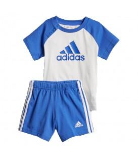 Conjunto adidas Easy CF7409 para niños en color blanco y azul, conjunto de camiseta y pantalón de algodón, perfecto para el verano, encuéntralo en chemasport.es