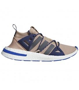 Zapatillas para mujer adidas Arkyn W DA9604 de color marrón al mejor precio en tu tienda de sneakers en Pontevedra Chema Sport.