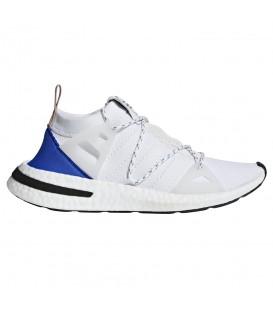 Zapatillas para mujer adidas Arkyn W CQ2748 de color blanco. El nuevo lanzamiento de adidas, el modelo adidas Arkyn ya disponible al mejor precio