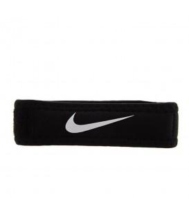 Banda Nike Pro Patella 2.0 N.MN.04.010 en color negro, cinta rotuliana para recuperación de lesiones o para su prevención, disponible en chemasport.es