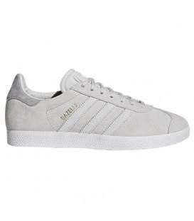 Zapatillas para mujer adidas gazelle W CQ2188 de color gris claro. Otros modelos de Gazelle al mejor precio en tu tienda de sneakers en Pontevedra.