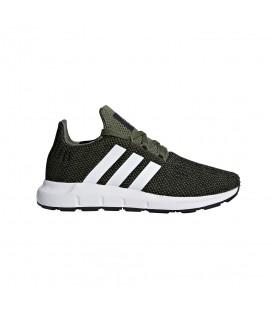 Zapatillas para niños adidas swift run C CQ2666 de color verde oscuro al mejor precio en tu tienda de sneakers chemasport.es