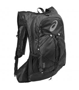 Mochila Asics Lightweight 131847-0946 en color negro, mochila de running ligera que con compartimento para bolsa de hidratación y sistema de fijación.