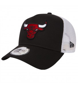 Gorra New Era Chicago Bulls Essential A Frame 80581076 en color negro, gorra de los chicago bulls con cierre ajustable y parte posterior de malla color blanco.