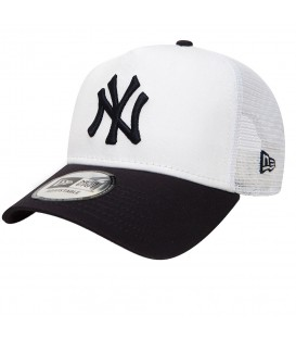 Gorra New Era League Essential New York Yankees de color blanco y azul marino, en chemasport.es encontrarás las gorras de moda New Era, Nike, adidas y Reebok.