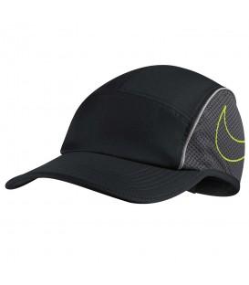 Gorra Nike Aerobill 848377-010 en color negro, confeccionada con materiales ligeros y transpirables para un mayor confort durante tus entrenamientos.