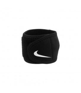 Muñequeras Nike Pro 2.0 N.MZ.08.010.OS en color negro, la muñequera Nike te ayudará a prevenir lesiones durante tus entrenamientos.