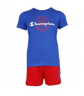 Conjunto Champion Kids Athletic Dept 304604-BS023 para niños azul y rojo, este conjunto confeccionado en algodón presenta un pantalón con cintura ajustable.