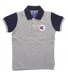 Polo Champion Kids Athletic 304714-EM006 para niños en color gris y azul marino para los días de verano, confeccionado en algodón. Más modelos en chemasport.es