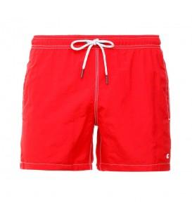 Bañador Champion 211845-RS017 en color rojo, bañador a medio muslo con cintura ajustable y bolsillos, más colores disponibles en chemasport.es