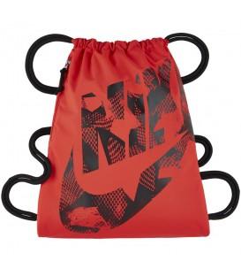 Saquito Nike Heritage BA5351-852 en color naranja, encuentra más modelos y colores en chemasport.es al mejor precio. Tejido de nylon 400D duradero y resistente.