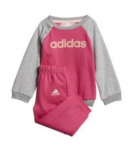 Compra ahora el chándal adidas Linear Fleece para niño de color magenta/gris. Cambios de tallas gratuitos para que no te tengas que preocupar por nada.