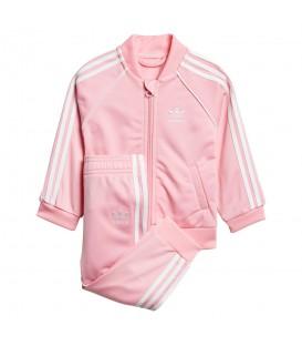 Chándal adidas SST DN8165 para niños en color rosa, más ropa para la vuelta al cole en chemasport.es al mejor precio.