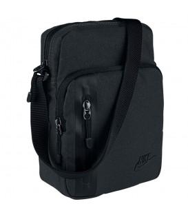 Bolso Nike Tech Small Items BA5268-010 en color negro, pequeño bolso para guardar los objetos pequeños y tenerlos a mano, cómpralo en chemasport.es