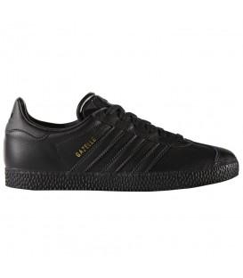 Zapatillas adidas Gazelle Junior BY9146 en color negro, encuentra más deportivas de moda de las mejores marcas en chemasport.es