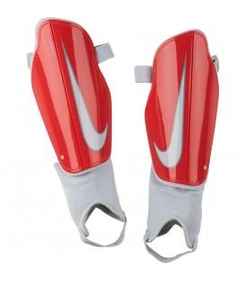 Espinilleras de fútbol Nike Charge SP2093-671 de color rojo. Otros modelos de Nike al mejor precio en chemasport.es
