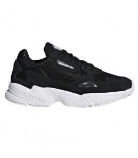 Zapatillas para mujer adidas Falcon W CG6247 de color blanco y negro al mejor precio en tu tienda de sneakers en Pontevedra chemasport.es