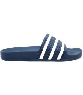 Chanclas Adidas Adilette baratas color azul marino. Chancla unisex icono de la marca Adidas con un diseño cómodo y sencillo