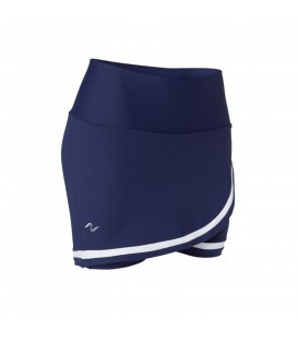 Falda pantalón para padel o tenis de mujer de Naffta con gran libertad de movimientos y efecto modelador para la mujer.