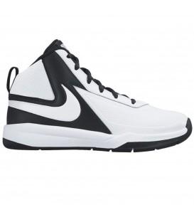 Comprar zapatillas de baloncesto para niños Nike Team Hustle D7 en chemasport.es en blanco y negro.