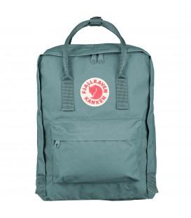 Comprar mochila clásica de Fjallraven Kanken en color frost green F23510-664 en Chema Sport.