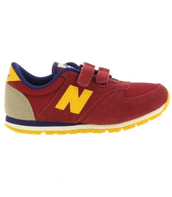 Zapatillas New Balance KE420 Lifestyle BYI para niño de color burdeos.