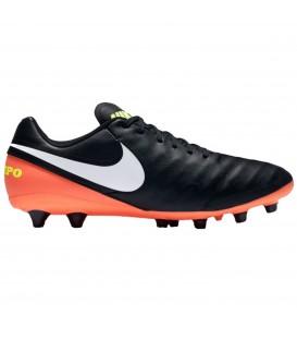 Las botas de fútbol Nike Tiempo Genio Leather AR PRO para hombre en color negro confeccionadas en piel puedes encontrarlas al mejor precio en chemasport.es