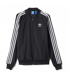 Chaqueta Adidas Superstar para mujer de color negro con líneas blancas y cierre con cremallera BK5931. Comprar otros modelos de Adidas en chemasport.es
