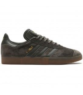 Zapatillas Adidas Gazelle B2754 para hombre y para mujer de serraje de color gris al mejor precio. Otros colores de Adidas Gazelle en Chema Sneakers.