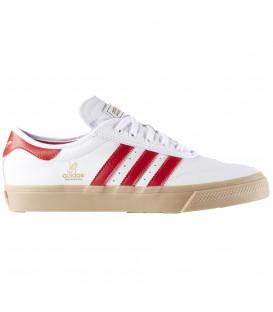 Zapatillas para hombre Adidas Adiease Universa ADV B72588 en color blanco rojo confeccionadas en piel. Otros modelos de zapatillas Adidas en Chema Sneakers
