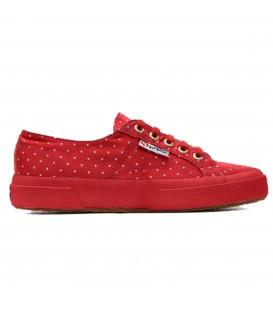 Zapatillas Superga de color rojo con estampado de lunares confeccionadas en satén. Otros modelos de Superga en Chema Sneakers.